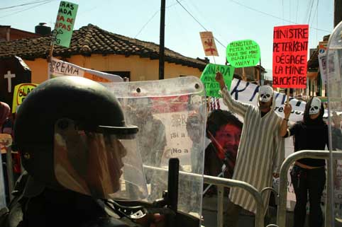 Protests greeted the visit of Canadian Governor-General Michaëlle Jean and Minister of State for the Americas Peter Kent in San Cristobal de las Casas, Chiapas, December 9, 2009.