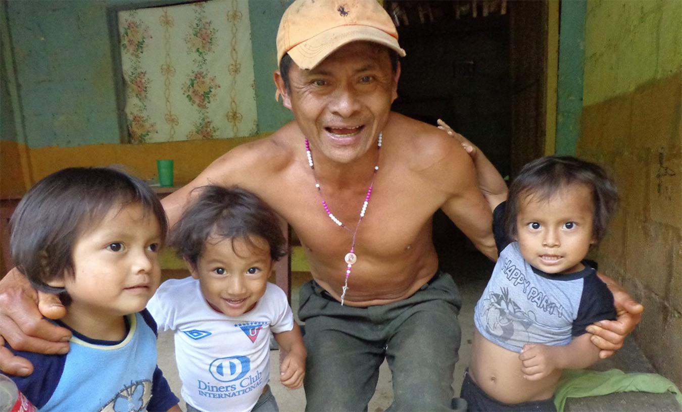 Jose Tendetza e hijos